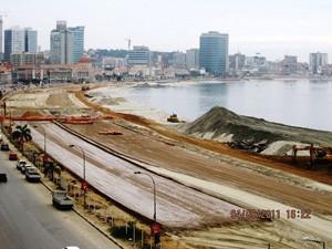 Des canaux d'assainissement des eaux usées ont été construits dans le cadre de la rénovation de la Marginale à Luanda