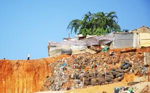Les poubelles sont jetées à quelques mètres des habitations