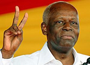 Président José Eduardo dos Santos depuis 1979