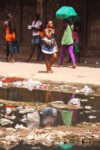 Une scène quotidienne dans la périphérie de Luanda