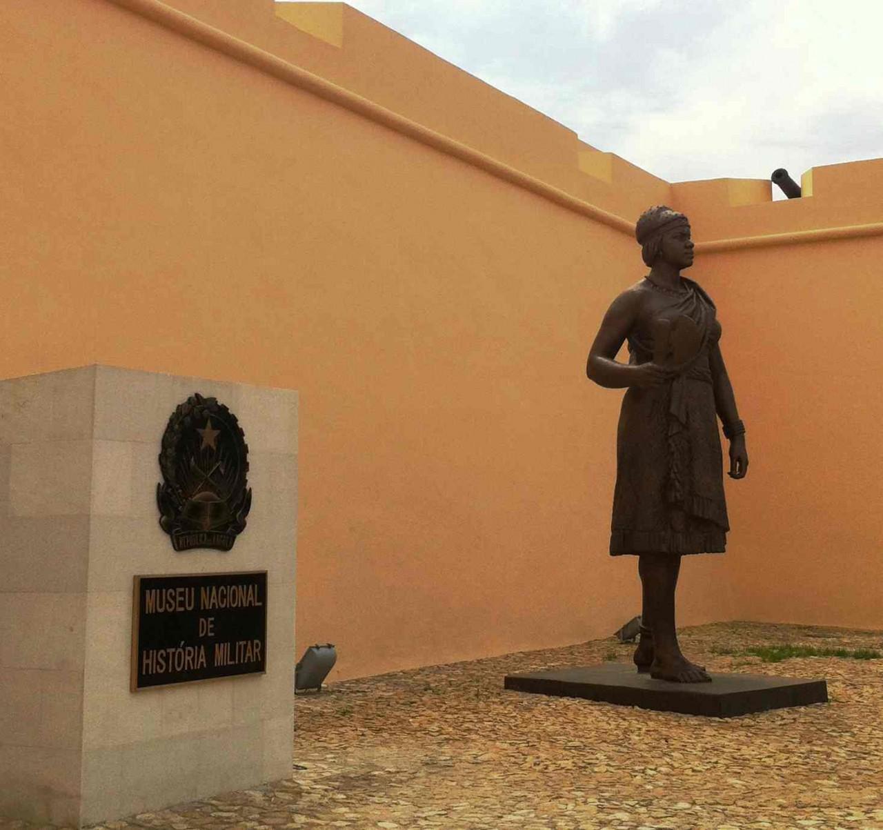 Statue de Reina Ginga