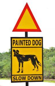 Pancarte sur le bord de la route.
