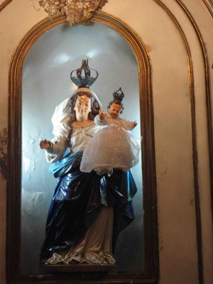 Statue de la Vierge de l'église Dos Remedios