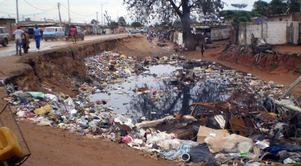 comment tre colo dans un pays o on ne recycle pas vivre en angola. Black Bedroom Furniture Sets. Home Design Ideas