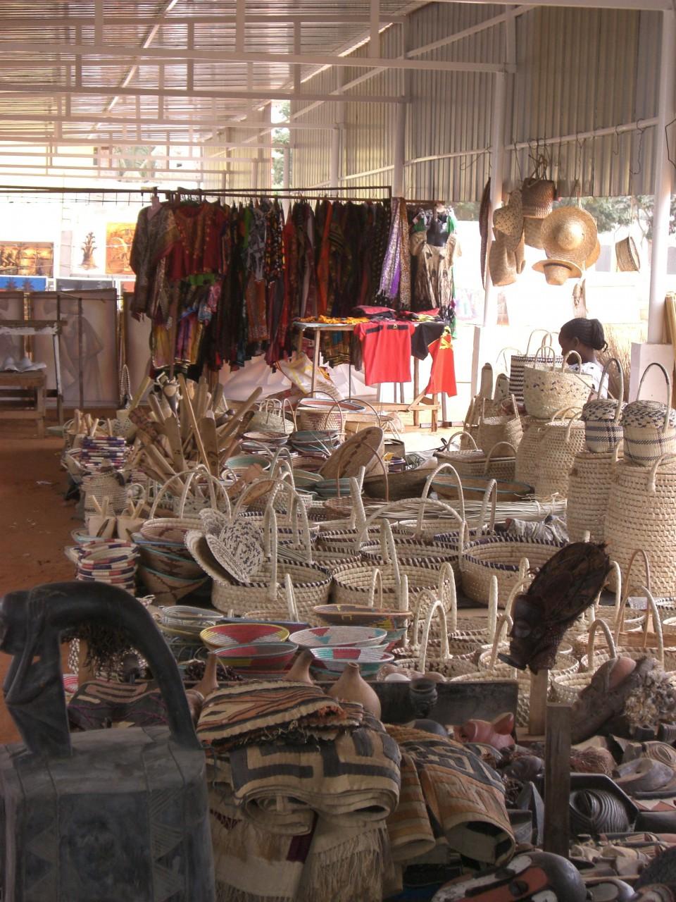 Aparador Vidro ~ Benfica Arts and Craft Market ou Feira Artesanal da Belas Vivre en Angola
