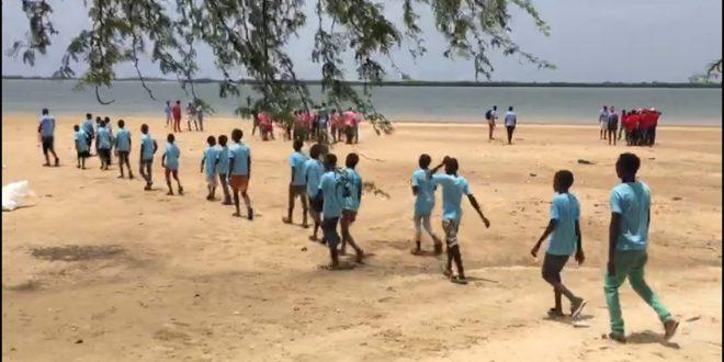 les enfants a la plage